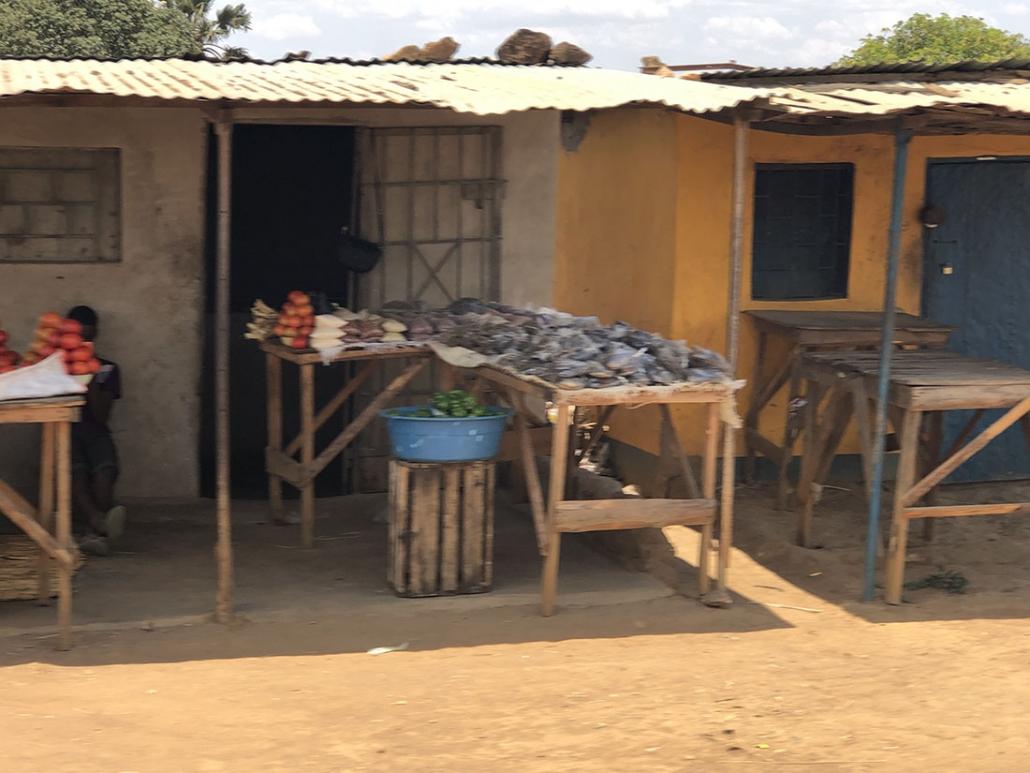 Viaje Zambia - Paso por aldeas
