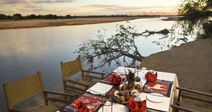 Cena en Island Bush Camp