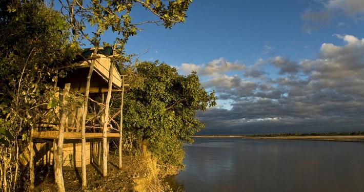 Island Bush Camp - Vistas