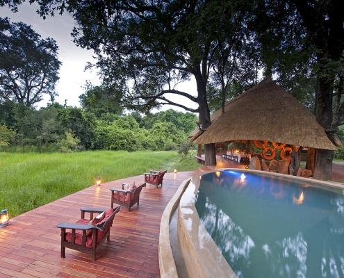 Piscina Nkwali Camp