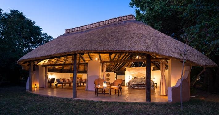 Vista exterior tienda Nkwali Camp