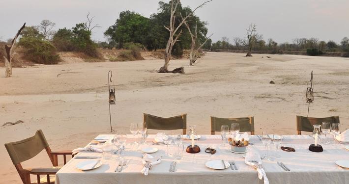 Cena a orillas del rio, Time + Tide Nsolo